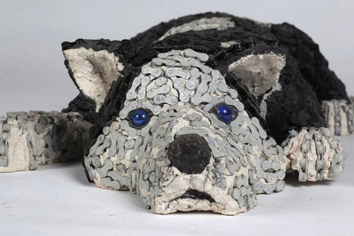 dog made of chain2