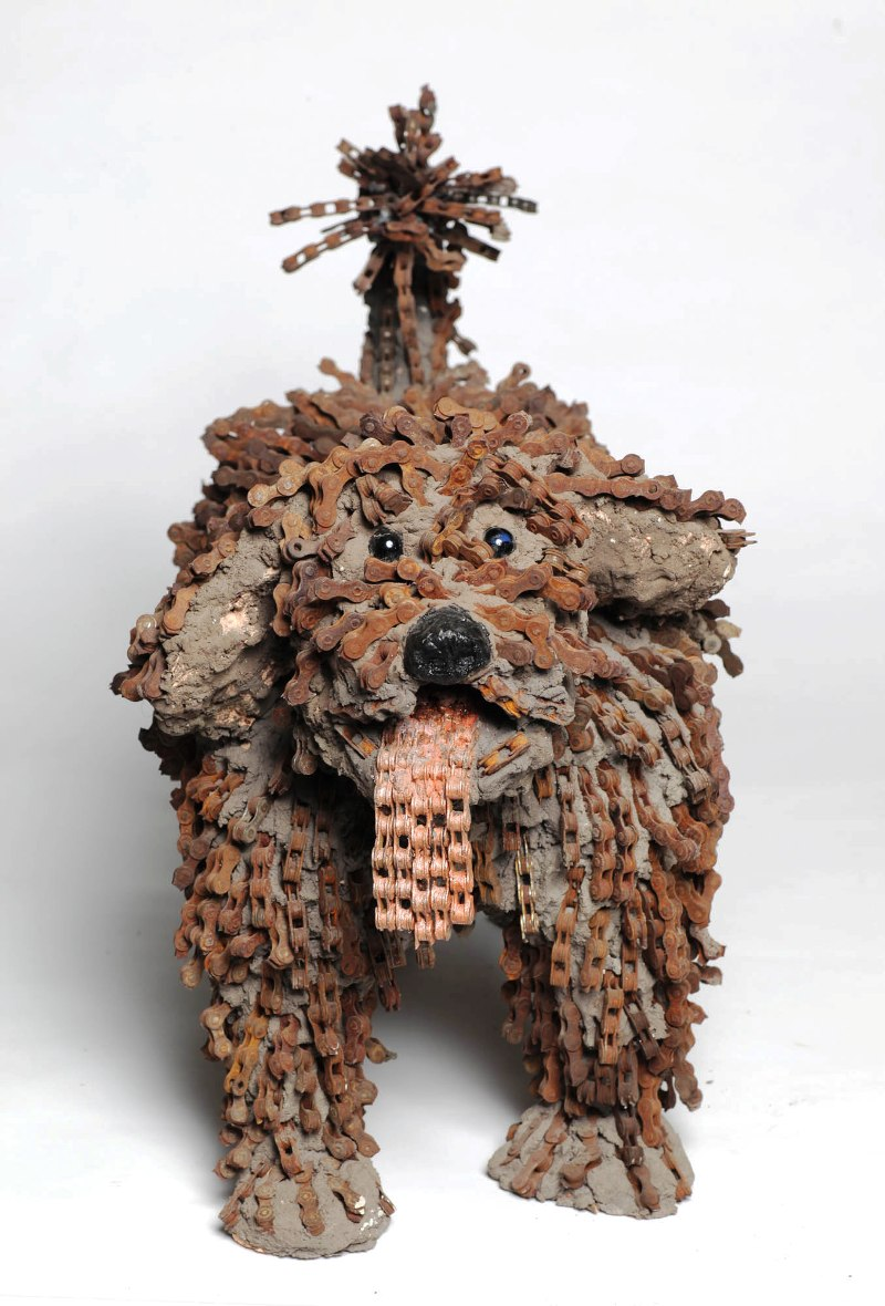 dog made of chain3