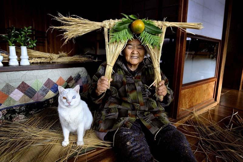 japanese grandma and her cat19