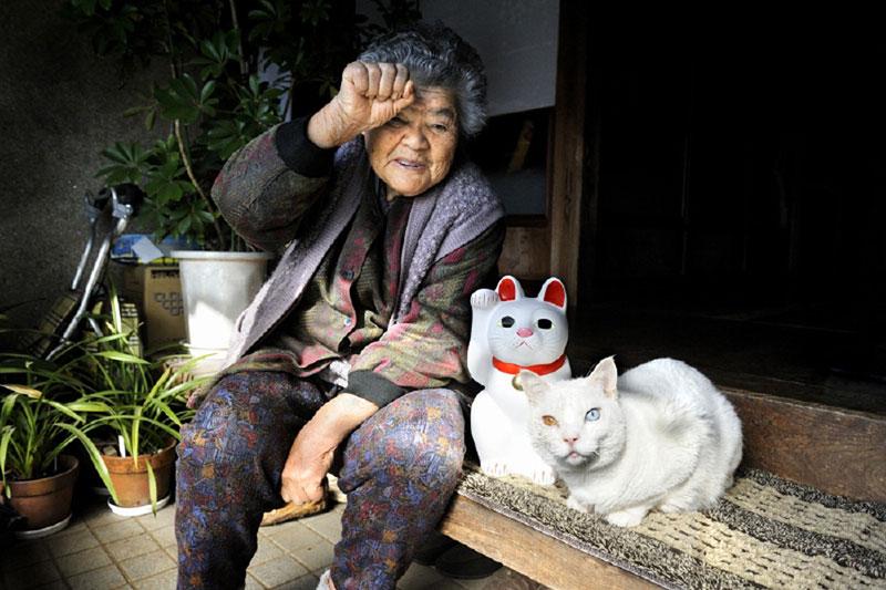 japanese grandma and her cat20